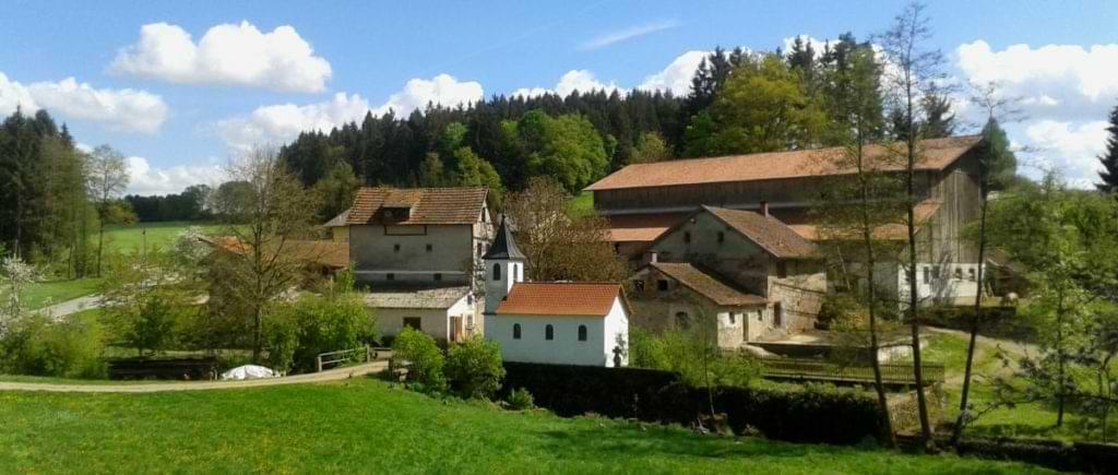 Familienbauernhof Bayerischer Wald Erlebnisbauernhof Lage und Ansicht